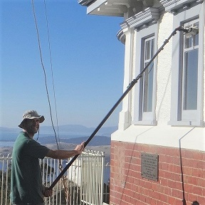 Using pure water to clean windows Geelong